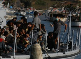 Escape-Refugee-Boot-Asylum-Politically-Water-998966-690x450 Nuovo appello per la Sea Watch