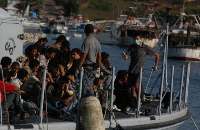 lampedusa-migranti-690x450 Nuovo sbarco in Sicilia nella notte