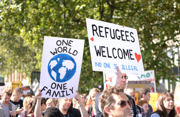 refugeeswelcome-690x450 L'accoglienza è integrazione
