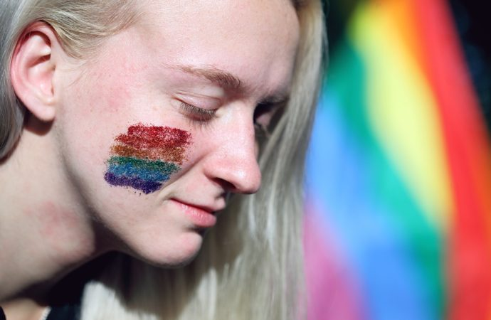 Rainbow-Glitter-Lesbian-Gay-Pride-Gay-Lgbt-3805222-690x450 Domani il Napoli Pride