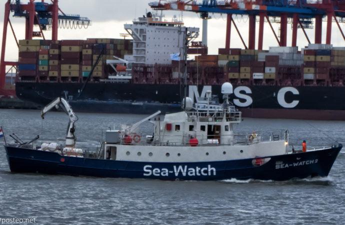 Sea-Watch_2-690x450 Salvini diffida Sea Watch da porti