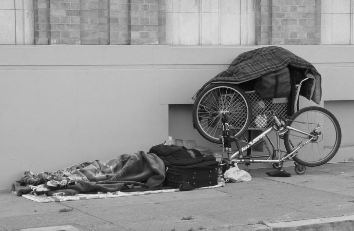 senzatetto-strada-690x450 Palermo, aumentano posti per senza tetto