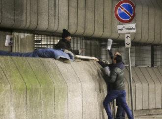 Coperte e aiuti per i senzatetto di Milano