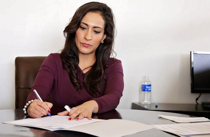 Professional-Business-Woman-Women-Office-Work-2773007-690x450 Torino, donne al lavoro