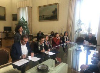 Napoli, sindaco firma protocollo msna