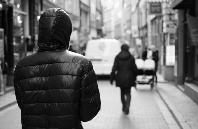 stalker-690x450 Primi casi di stalking condominiale