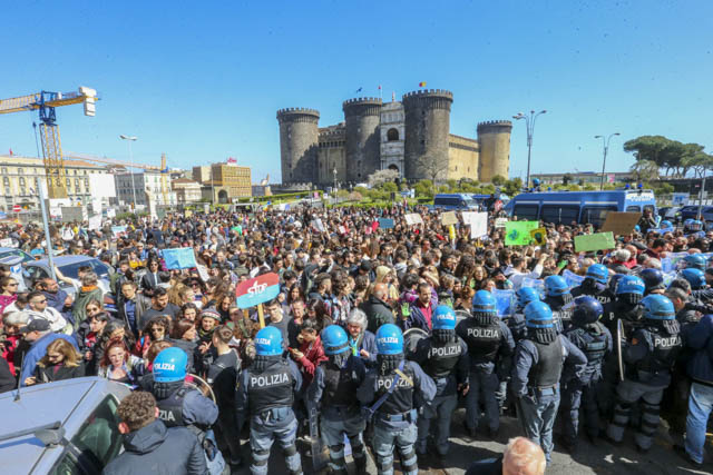 0AFridays-for-future-Napol08 Let's Do It! Italy al Fridays for future Napoli