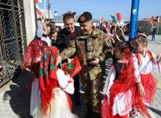 Il-Colonnello-Di-Marco-accolto-a-Dragash-330x242 Missione in Kosovo contro la dispersione scolastica