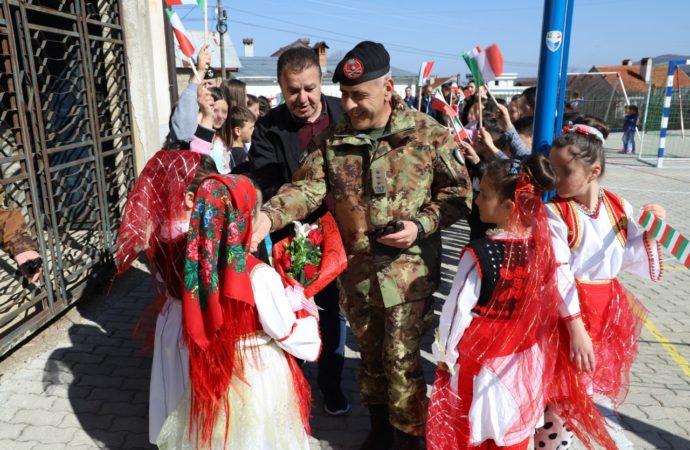 Il-Colonnello-Di-Marco-accolto-a-Dragash-690x450 Missione in Kosovo contro la dispersione scolastica
