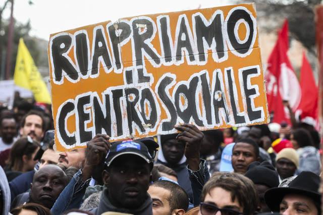 Manifestazione_Ex_Canapificio_Caserta_02-130x95 Ex Canapificio, il corteo casertano
