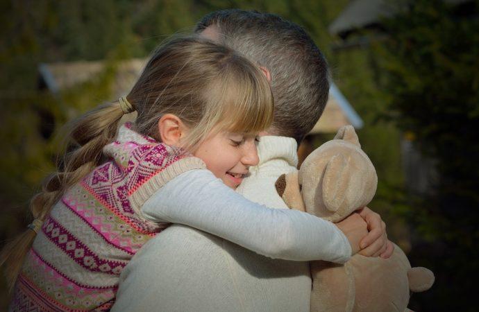 """abbraccio-genitore-figlio-690x450 Sodalitas lancia """"Social Master Class"""""""