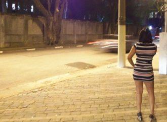 Facevano prostituire 13enne, 6 arrestati