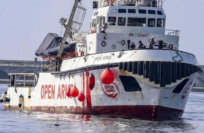 ABPH6820-690x450 Open Arms ha soccorso 40 persone