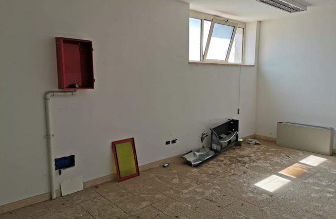 exmunicipioatella01-130x95 Vandalizzato ex municipio Atella