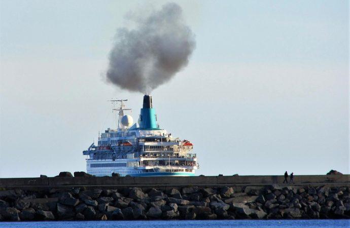inquinamento-nave-690x450 Allarme inquinamento a Venezia