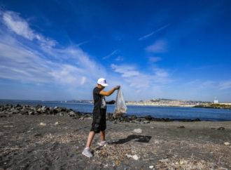 783 rifiuti ogni 100 metri di spiaggia