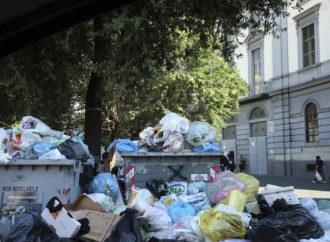 Napoli, rifiuti nella III Municipalità