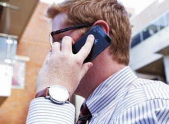 Superare la solitudine a telefono
