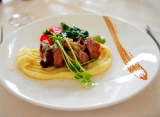 Bologna, cena a domicilio di raccolta fondi