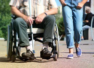 Disabilità, niente metro di distanza da operatori